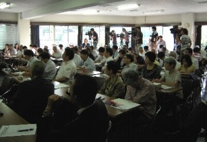北陸会館での報告集会